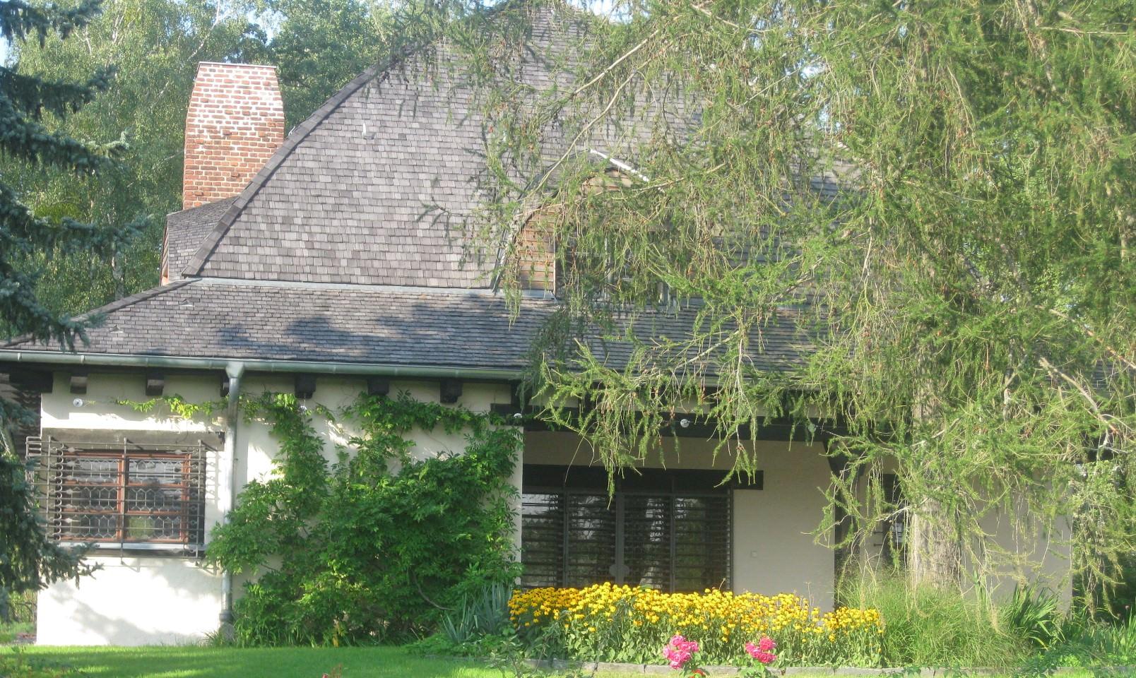 Mit Holzschindeln fertigen wir Dächer, Fassaden, Badezimmer und noch vieles mehr an.