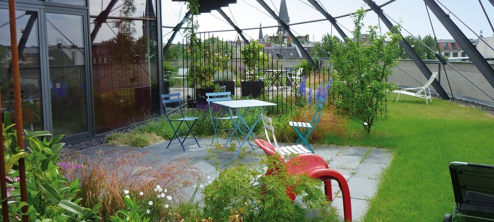 Eine Dachbegrünung sieht schön aus, ein Gründach ist natürlich und eine Dachbegrünung bietet vielfachen Nutzen.