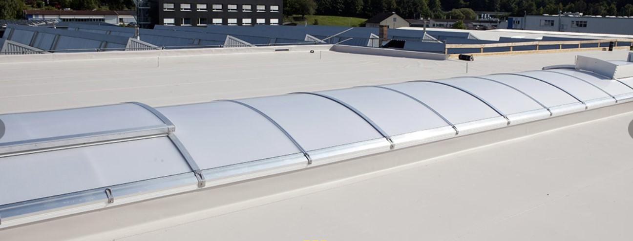 Grundsätzlich sollte jedes Dach eines beheizten Gebäudes eine gute Wärmedämmung aufweisen, Flachdächer stellen diesbezüglich jedoch besondere Herausforderung da