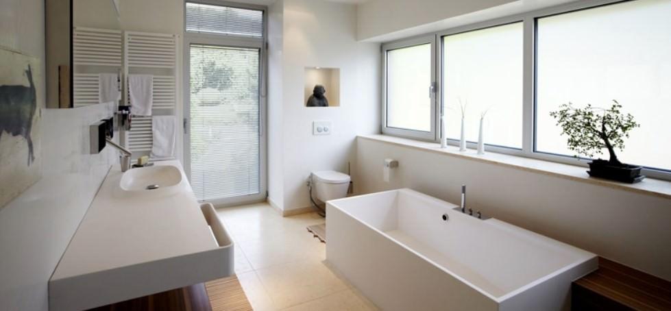 Der Trockenbau umfasst die Anfertigung raumbegrenzender Konstruktionen insbesondere für Wand, Decke und Boden