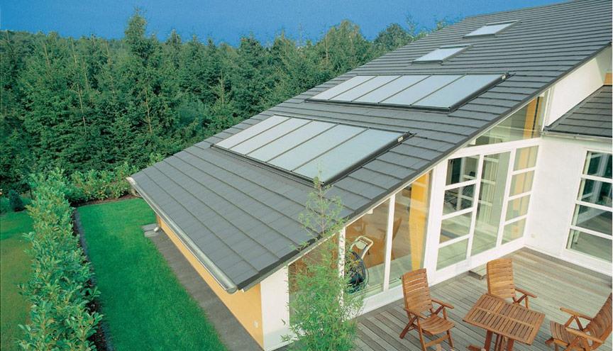 Eine Photovoltaik-Anlage erzeugt elektrischen Strom aus regenerativer Sonnenenergie. Die liefert die Sonne gratis bis aufs Dach